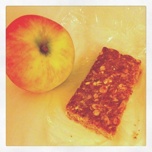 pre-race breakfast - Apple Cinnamon Breakfast bar and apple