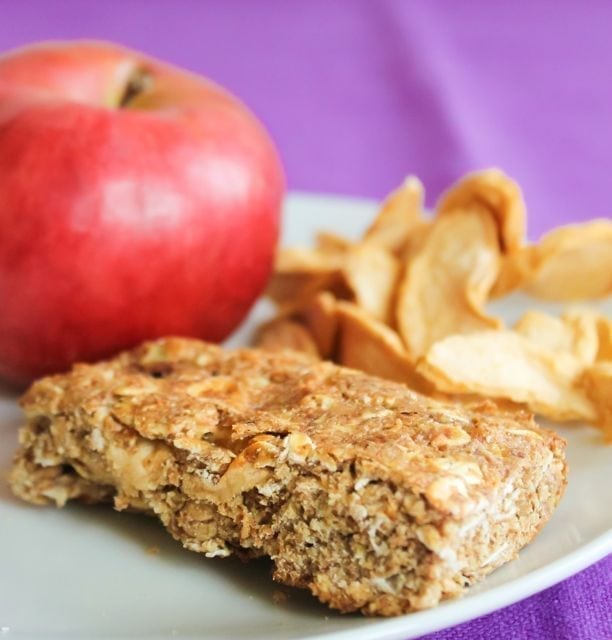Apple cinnamon breakfast bar with dried apples