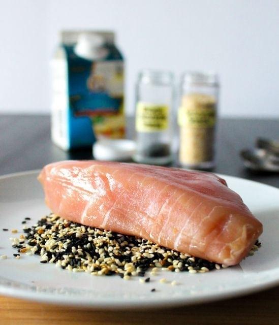 coating tuna in sesame seeds 1