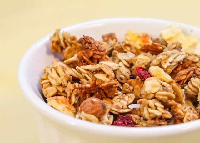 Low-sugar Beach Granola - Eat Spin Run Repeat