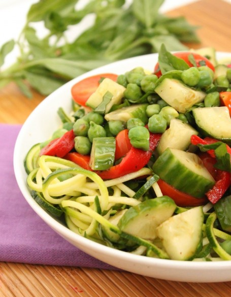 zucchini red pepper and green garbanzo salad
