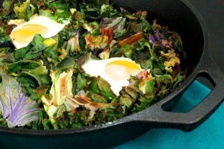 One-Skillet Garlicky Green Eggs No Ham - Eat Spin Run Repeat