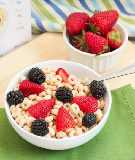 Love Grown Foods Power O's with berries