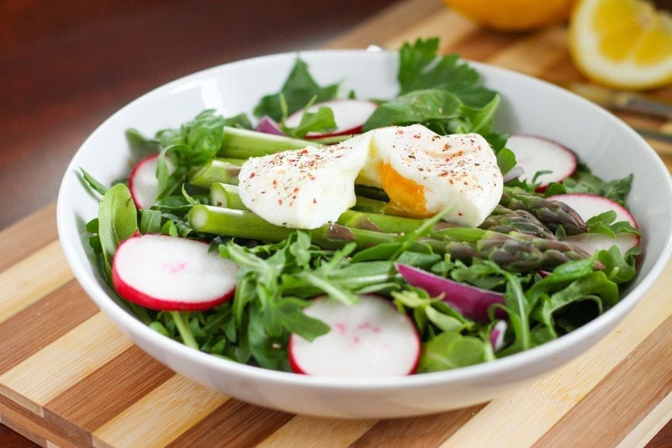 Asparagus and Poached Eggs on Arugula - Eat Spin Run Repeat