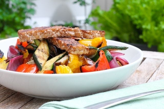 Maple Balsamic Grilled Tempeh and Veggie Quinoa Bowl - Eat Spin Run Repeat