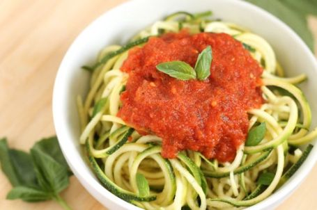 Roasted Red Pepper and Herb Marinara Sauce on Zucchini Noodles - Eat Spin Run Repeat
