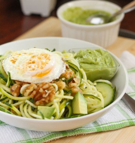 Zucchini Noodle Salad with Creamy Avocado Dressing - Eat Spin Run Repeat