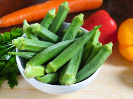 okra in a bowl with peppers and carrot