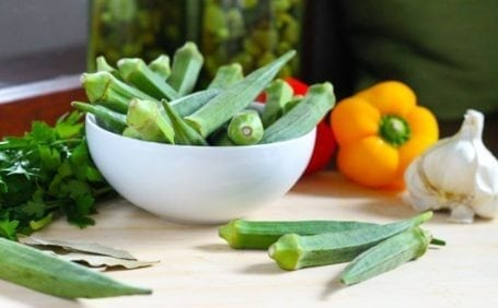 okra in a bowl with peppers and garlic 1