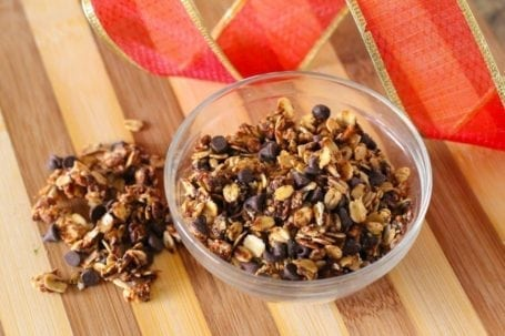 Peanut Butter Chocolate Chip Granola - Eat Spin Run Repeat