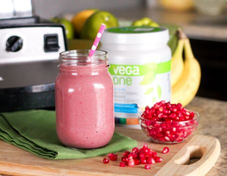 Pomegranate Raspberry Chai Smoothie - Eat Spin Run Repeat