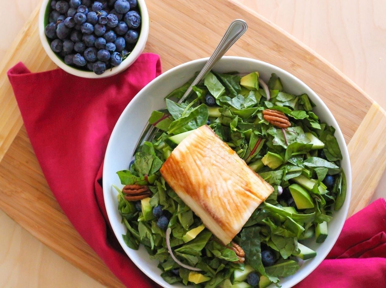 Blueberry and Baby Greens Salad with Mahi Mahi - Eat Spin Run Repeat