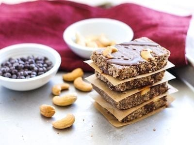 No-Bake Dark Chocolate Cashew Bars - Eat Spin Run Repeat
