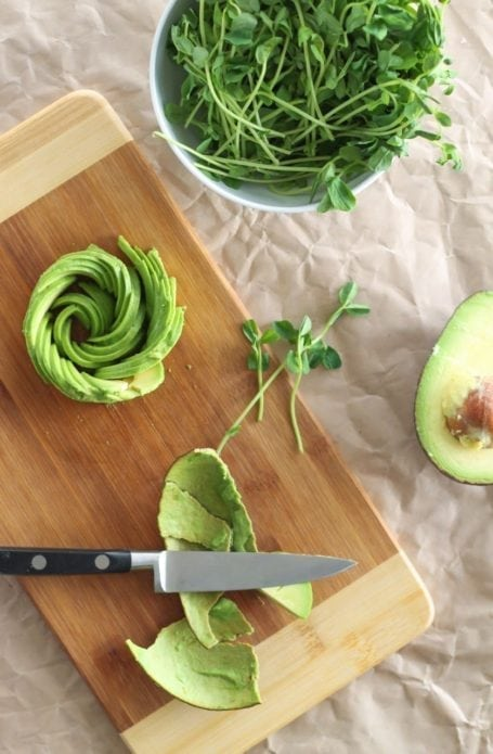 How to make an avocado rose - Eat Spin Run Repeat