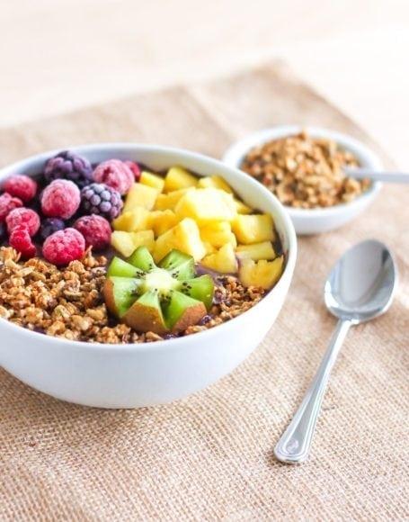 Berries and Greens Acai Bowl - Eat Spin Run Repeat