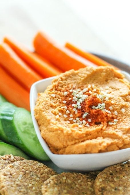 Harissa Hemp Seed Hummus, plus a roundup of other healthy, high-protein snacks to help stop hangry in its tracks - via Eat Spin Run Repeat // @eatspinrunrpt