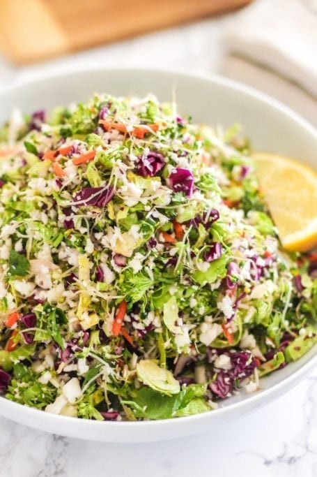 Detox Salad with Ginger Miso Tahini Dressing - A delicious, crunchy salad with some unexpected natural sweetness that supports the body in detoxification and leaves you feeling wholly nourished - via Eat Spin Run Repeat // @eatspinrunrpt