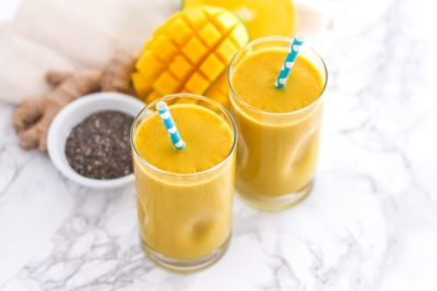 Golden Girl Turmeric Smoothie - a super anti-inflammatory-packed high-protein smoothie with additional antioxidants thanks to sea buckthorn puree. Full recipe at eat-spin-run-repeat.com or @eatspinrunrpt