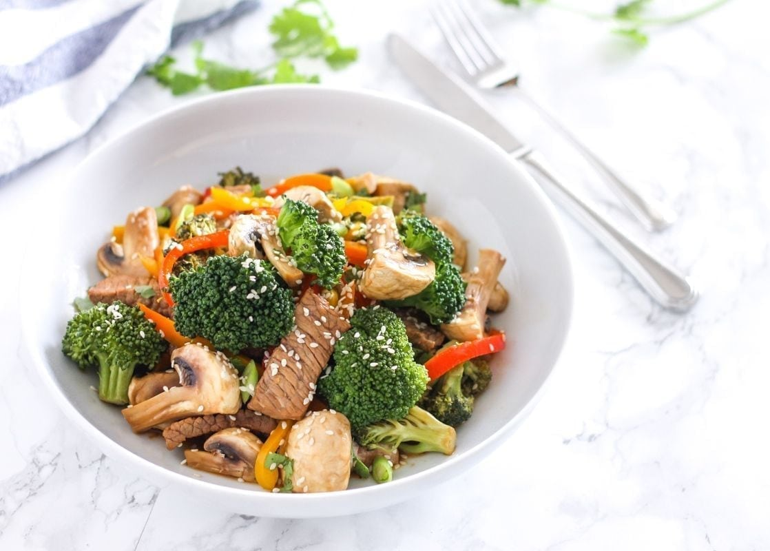 After years of supplementation as a pescetarian anemic athlete, I decided to figure out a way to reintroduce red meat into my diet. This Ginger Beef and Broccoli Stir Fry is loaded with veggies and a delicious orange-ginger sauce that makes the whole dish taste amazing. Full recipe via Eat Spin Run Repeat // @eatspinrunrpt