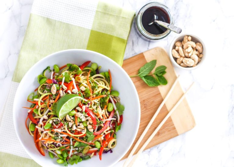 Loaded with veggies and tossed in homemade sauce, this rainbow Vegan Zucchini Noodle Pad Thai will nourish your body and leave you feeling energized, yet satisfied. Full recipe via Eat Spin Run Repeat // @eatspinrunrpt
