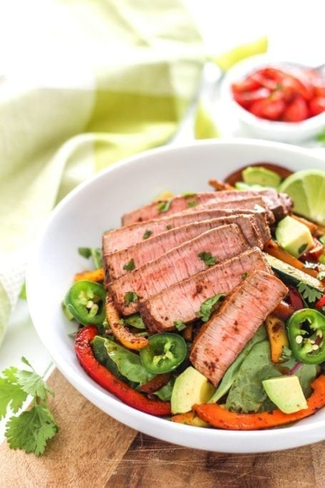 A seriously foodgasmic fiesta in your mouth, these Steak Fajita Salad are bursting with flavour, colour, and a good punch of spice too! Topped with perfectly seasoned steak strips, fresh cilantro and jalapenos, you'll want to eat this all week long. Recipe via Eat Spin Run Repeat // @eatspinrunrpt