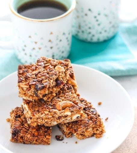 Made with 100% nutrient-dense whole food ingredients, these gluten-free, vegan-friendly Cherry Cashew Cacao Nib Bars are a perfect snack whether you're in the office or hiking up a mountain. (Did I mention they're also far cheaper per bar than any store-bought granola bar? Hooray for budget-friendly healthy snacks!) Recipe via Eat Spin Run Repeat // @eatspinrunrpt