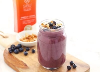 This vegan-friendly Cherry Chia Blueberry Smoothie is loaded with antioxidants and all sorts of goodies for healthy, glowing skin. Recipe via Eat Spin Run Repeat // @eatspinrunrpt