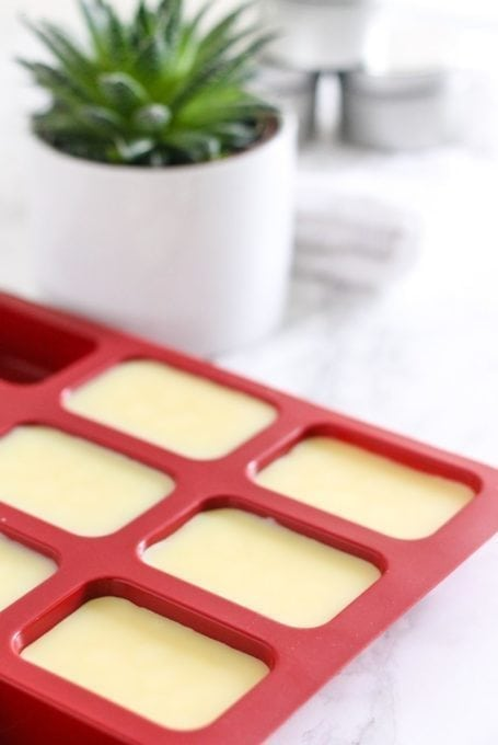 What we put on our skin is just as important as the food we eat, and that means using natural, simple ingredients. Try these DIY all-natural lotion bar and lip balm recipes, and you may never use store-bought again! They're full of skin-nourishing goodies and free of the toxic chemicals found in many beauty care products, and best of all, super easy to make at home. Full recipes via Eat Spin Run Repeat // @eatspinrunrpt