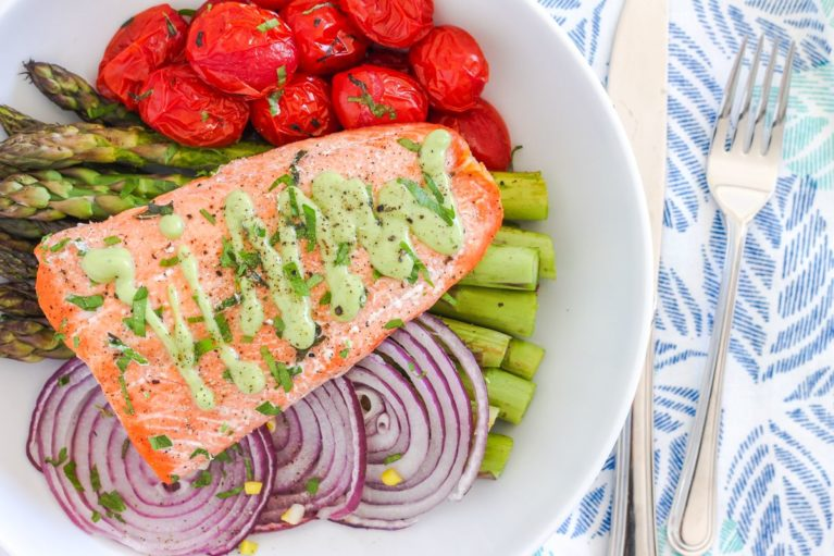 Easy, healthy dinner? It doesn't get much easier than this One-Pan Herb Roasted Arctic Char with Asparagus and Tomatoes. Ready in less than 30 minutes, it's a blend of simple, vibrant and fresh flavours, plus a whole lot of nutrition. Paleo, gluten-free and Whole30-friendly. Recipe via Eat Spin Run Repeat // @eatspinrunrpt.