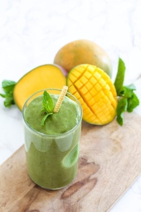 Coconut Mango Matcha Green Smoothie - vegan + gluten free, and full of antioxidants! || Eat Spin Run Repeat