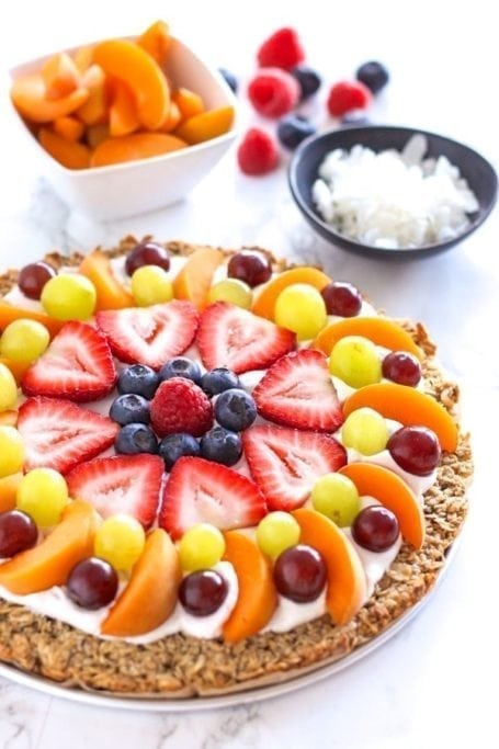 How to Make a Granola Fruit Pizza - Easy DIY Tutorial, vegan and gluten free!    Eat Spin Run Repeat