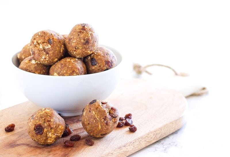 Vegan No-Bake Oatmeal Raisin Cookie Dough Protein Bites || a gluten-free, healthy and portable snack || Eat Spin Run Repeat