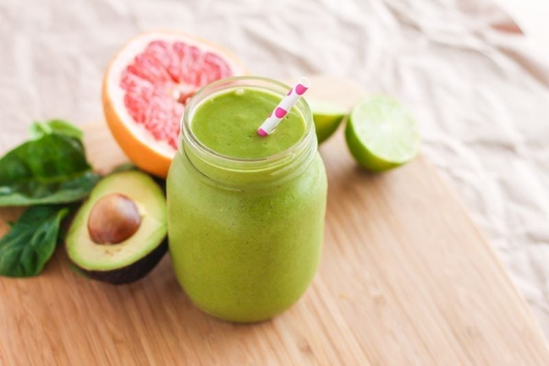 This Low Sugar Pink Grapefruit Green Smoothie is a refreshing breakfast or snack, perfect on those days when you need an extra boost of energy and greens. || vegan + high protein || Eat Spin Run Repeat