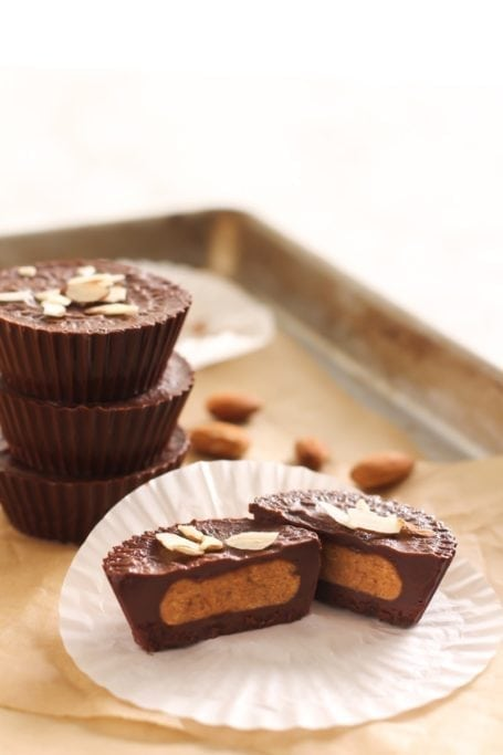 Pumpkin Pie Spice Almond Butter Cups || vegan, gluten free, paleo, dairy free || Eat Spin Run Repeat