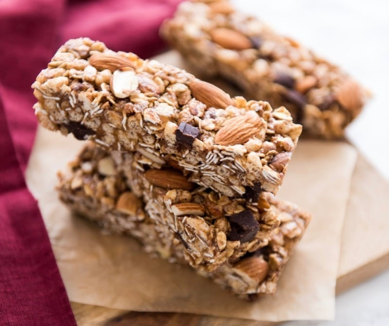 No-Bake Almond Chocolate Chunk Granola Bars || #vegan #glutenfree || Eat Spin Run Repeat