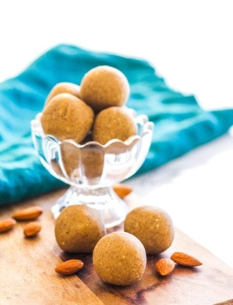 No-Bake Vanilla Coconut Almond Protein Bites   These #glutenfree #vegan protein bites are a perfect healthy snack for busy days, before or after workouts. They're also a healthy way to satisfy any sweet tooth!   via Angela Simpson, Eat Spin Run Repeat