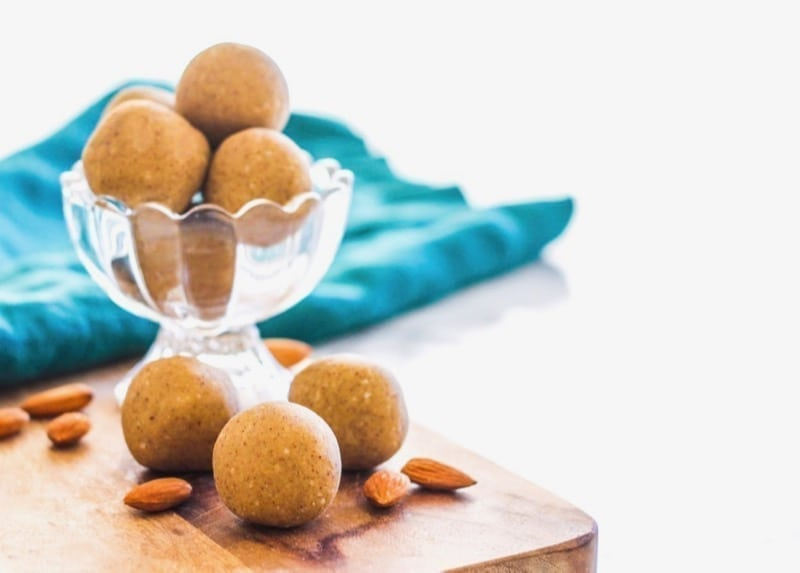 No-Bake Vanilla Coconut Almond Protein Bites | These #glutenfree #vegan protein bites are a perfect healthy snack for busy days, before or after workouts. They're also a healthy way to satisfy any sweet tooth! | via Angela Simpson, Eat Spin Run Repeat