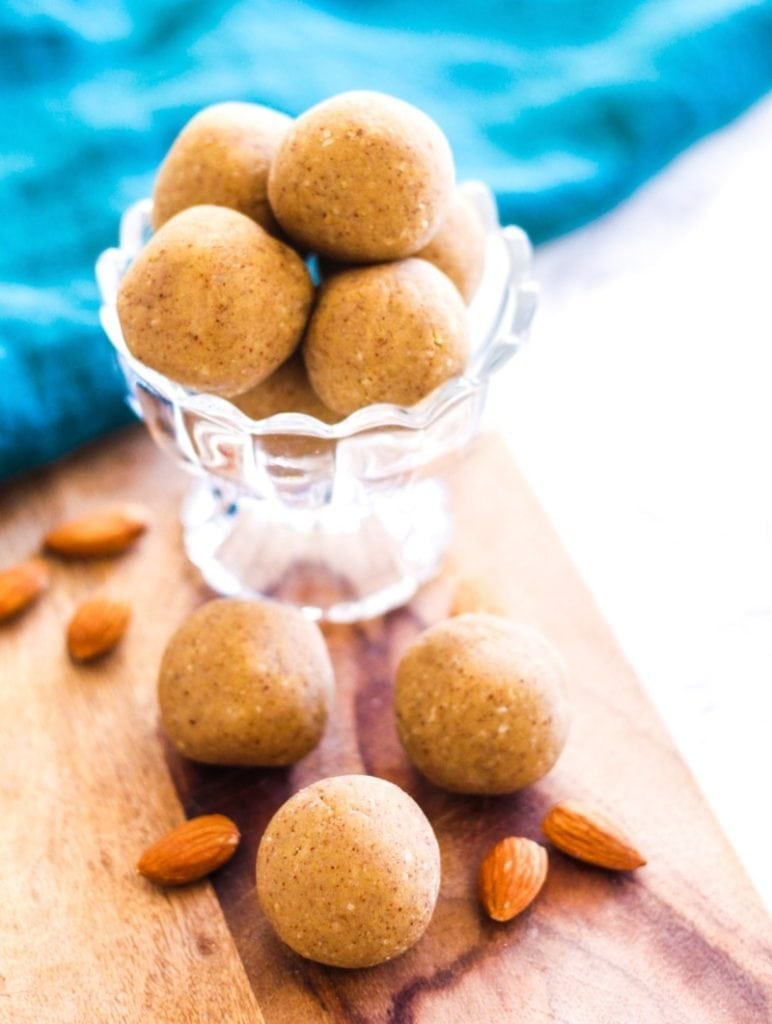 No-Bake Vanilla Coconut Almond Protein Bites | These #glutenfree #vegan protein bites are a perfect healthy snack for busy days, before or after workouts. They're also a healthy way to satisfy any sweet tooth! | via Angela Simpson, My Fresh Perspective
