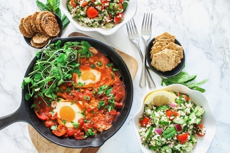 Harissa + Bell Pepper Shakshuka | paleo, gluten-free, high in protein and perfect as a healthy breakfast, brunch, lunch or dinner | Angela Simpson, Eat Spin Run Repeat | #paleo #glutenfree #brunch #eggs