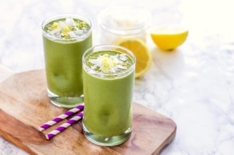 5 lower-sugar, banana-free smoothies to try right now | Angela Simpson, Eat Spin Run Repeat | #cleaneating #plantbased #healthy #lowsugar