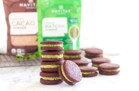 Matcha Mint Chocolate Cookie Sandwiches   Kinda like a mint Oreo, but loaded with antioxidants and much better for you!   Angela Simpson, Eat Spin Run Repeat   #vegan #glutenfree #refinedsugarfree #matcha