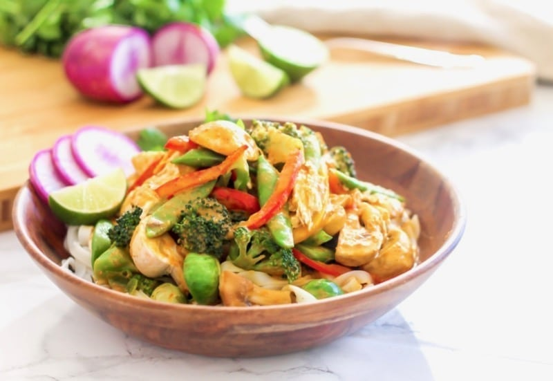 Thai Yellow Chicken Noodle Curry | An easy, healthy dinner ready in less than 30 minutes, perfect for weeknights and packed with veggies! | Eat Spin Run Repeat - Angela Simpson | #eatclean #mealprep #glutenfree #cleaneating