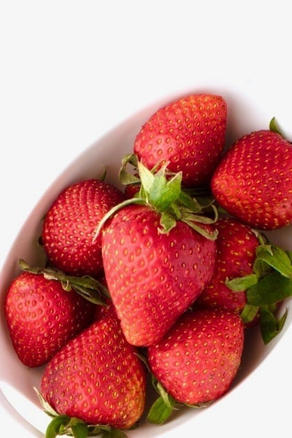 Easy food swaps to help you decrease sugar intake, balance blood sugar, avoid energy crashes and feel better!   Angela Simpson, Eat-Spin-Run-Repeat.com   #sugardetox #sugarfree #cleaneating #eatclean
