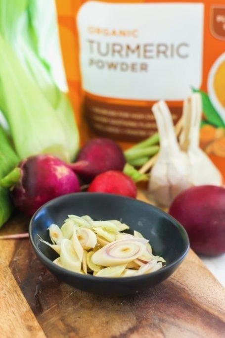 Spiralized Zucchini Pho in Lemongrass Turmeric Broth | Angela Simpson, Eat Spin Run Repeat | #glutenfree #vegan #eatclean #spiralizer #paleo